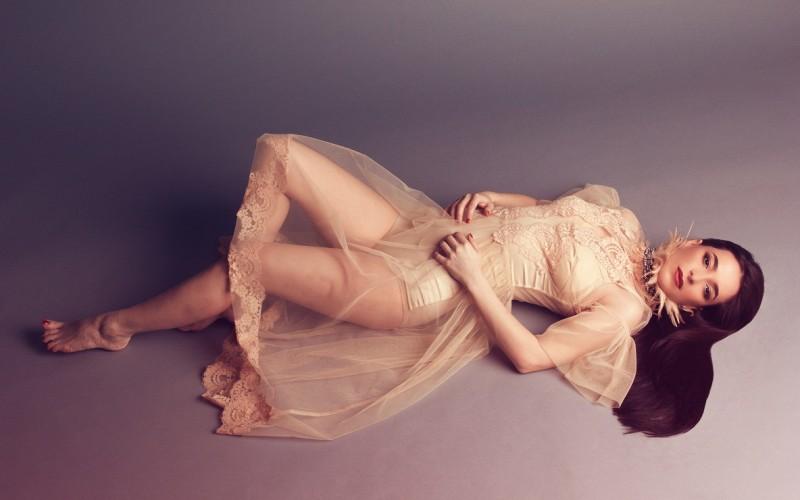 """Bijou spune că e """"Aproape împreună"""" în noul single – VIDEO"""