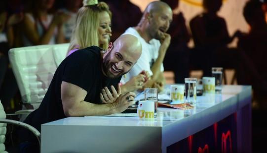 Mihai Bendeac, sărutat pe gură de un concurent iUmor