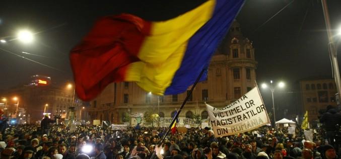STRIGĂTOR LA CER. Se lasă cu proteste masive. PSD a votat pentru grațierea faptelor de corupție
