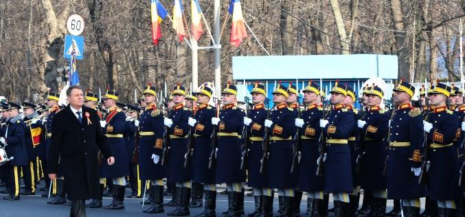 Klaus Iohannis, huiduit la parada militară de la Arcul de Triumf, organizată de Ziua Națională a României
