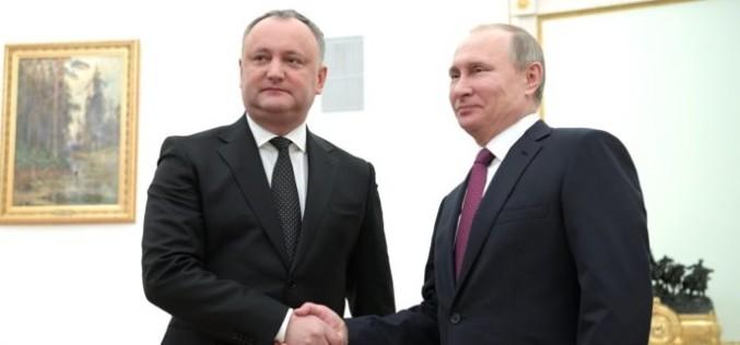 Am pierdut Republica Moldova. Igor Dodon a bătut palma cu Vladimir Putin