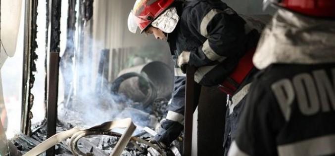 O femeie a ars de vie în noaptea de Revelion într-un apartament din București