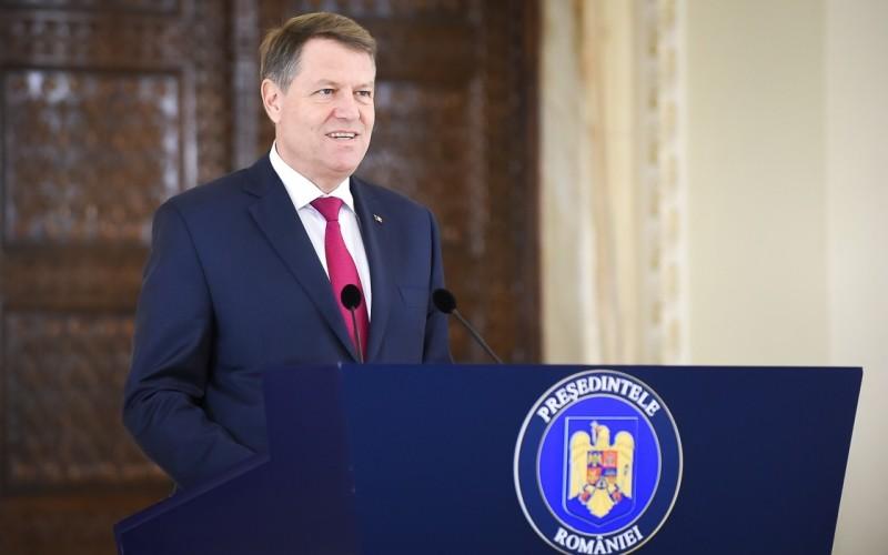 Iohannis sfidează românii de Mica Unire. Îşi trimite consilierii la manifestări iar el pleacă la Strasbourg