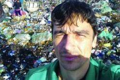 """Un parlamentar USR a mâncat sărățele din gunoaie ca să """"reducă risipa de alimente"""""""