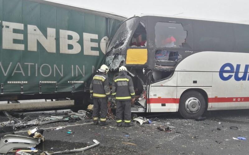 Grav accident rutier în Ungaria. Printre victime sunt și români. România a trimis echipaje SMURD