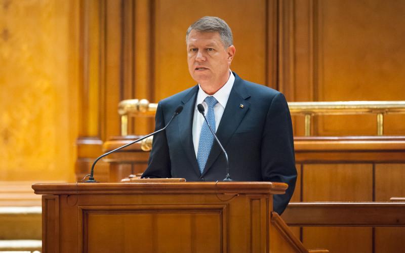 Iohannis scandal în Parlament. Preşedintele toarnă gaz pe foc şi cere voalat demisia Guvernului