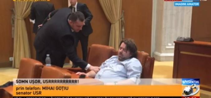 Așa salvează USR România. Senatorul Mihai Goțiu, doarme dus în Parlament