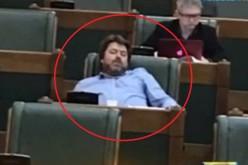 NESIMȚIRE MARCA USR | Mihai Goțiu recidivează. A fost prins din nou dormind în Parlament