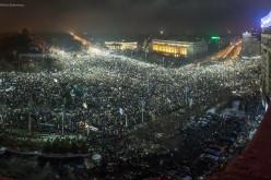 România, dezbinată de politicieni. Un protest la Cotroceni altul la Piața Victoriei