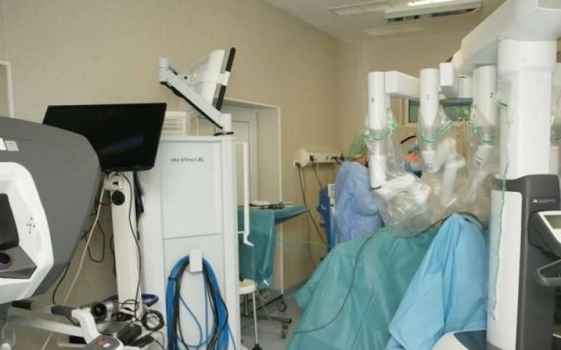 Chirurgie Science fiction la Timișoara. Pacienții, operați de un robot, pleacă a doua zi acasă