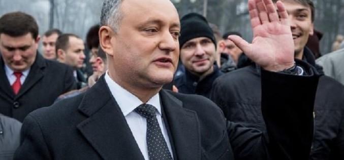 Dodon calcă pe urmele lui Băsescu. Preşedintele Moldovei a fost suspendat a doua oară de Curtea Constituţională!