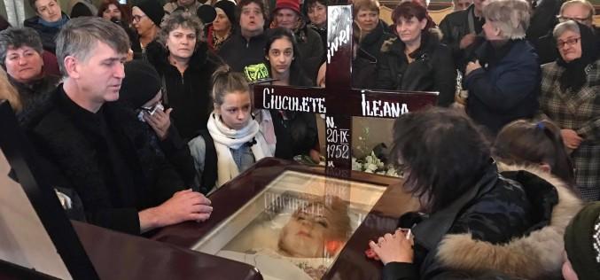 Un preot a postat pe facebook fotografii cu Ileana Ciuculete moartă în coșciug