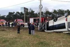 Un microbuz cu 18 elevi s-a răsturnat într-un şant în apropiere de Hunedoara