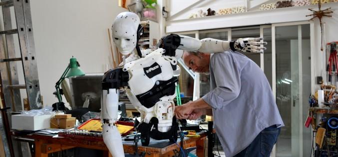 Robotul humanoid vine în premieră în România la Bucharest Technology Week – VIDEO