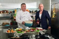 Virgil Ianţu şi Mircea Dinescu prepară sarmale de sărbătoare la TVR 1