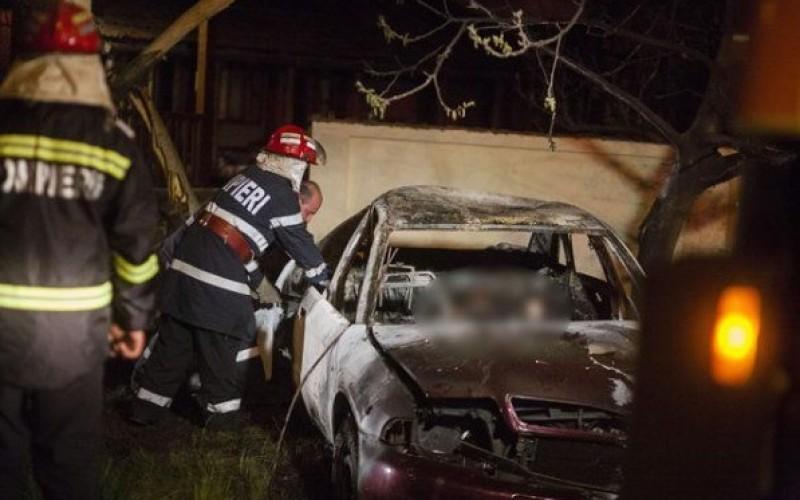 Moarte cruntă pentru doi tineri. Au ars de vii pe bancheta din spate a unui Audi