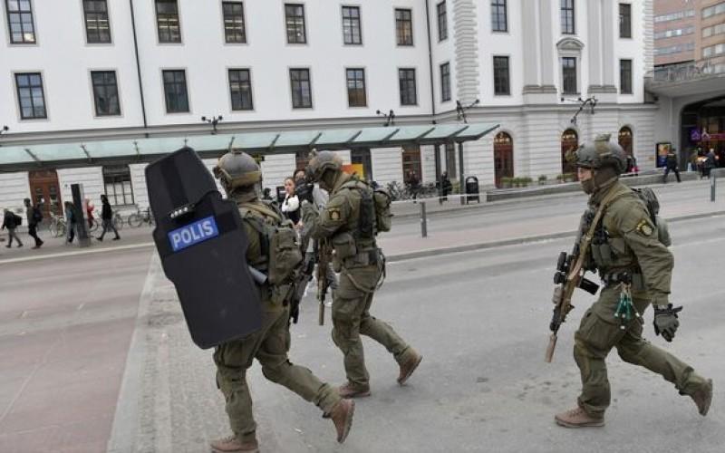 Atentat terorist la Stockholm. Un camion a intrat în mulțimea aflată pe o stradă din centrul orașului