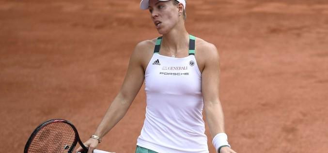 Eliminare BOMBĂ la Roland Garros. Angelique Kerber, umilită în primul tur de Makarova. Halep devine favorită la trofeu