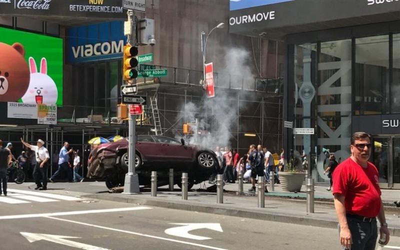 Atentat terorist la New York. O mașină a intrat în mulțime și a făcut peste 20 de victime
