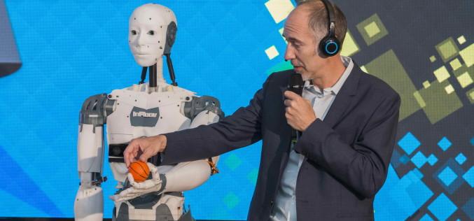 Robotul umanoid InMoov, întâlnire de gradul trei cu vizitatorii Bucharest Technology Week