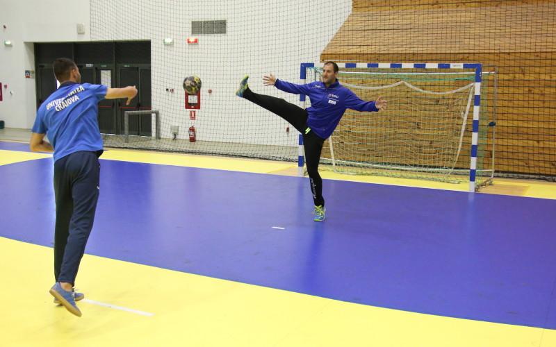 Portarul Craiovei, schimb de roluri cu goalkeeperul naționalei de handbal!