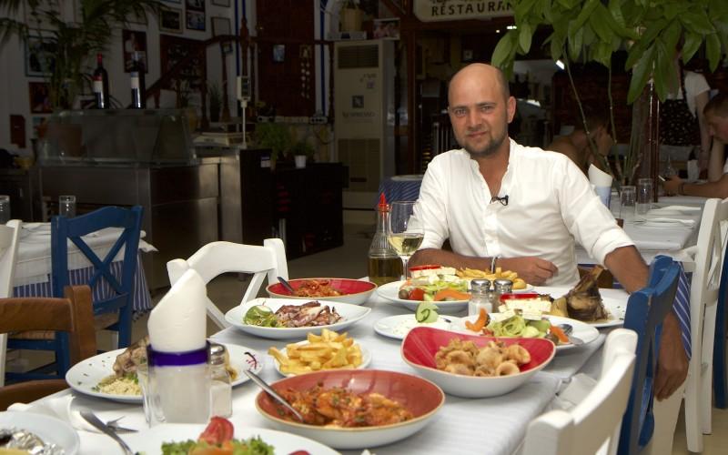 Cosmin Seleși și-a schimbat obiceiurile culinare de când filmează în Grecia