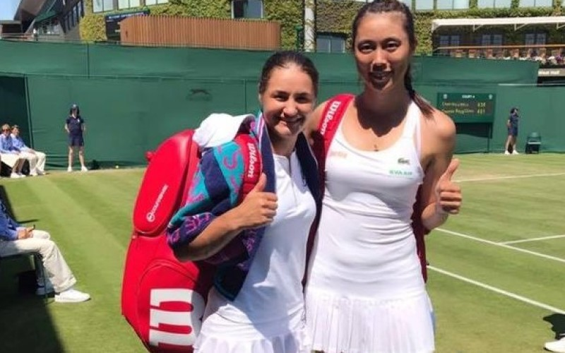 Monica Niculescu şi Hao-Ching Chan, spulberate în finala de la Wimbledon, de rusoaice
