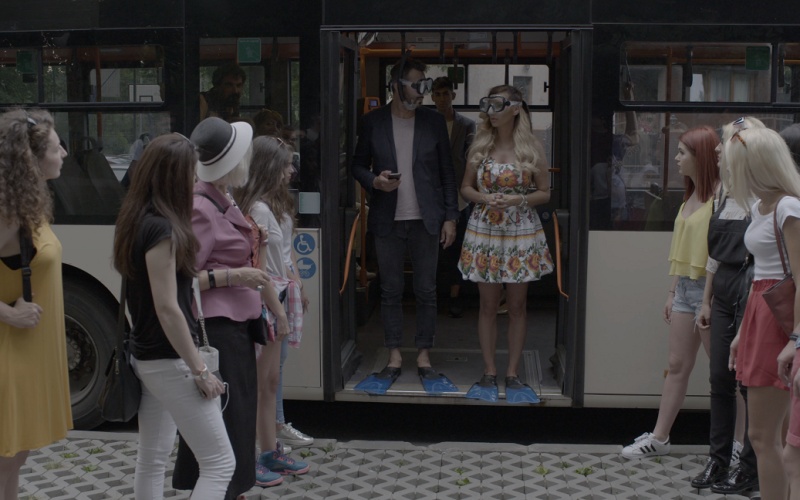 Nicolai Tand şi Maria Simion provocaţi să umble în costum de scafandru, cu autobuzul, la peste 40° C