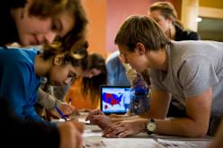 A început nebunia | Motivul incredibil pentru care românii se înscriu masiv în partidul fondat de tineri