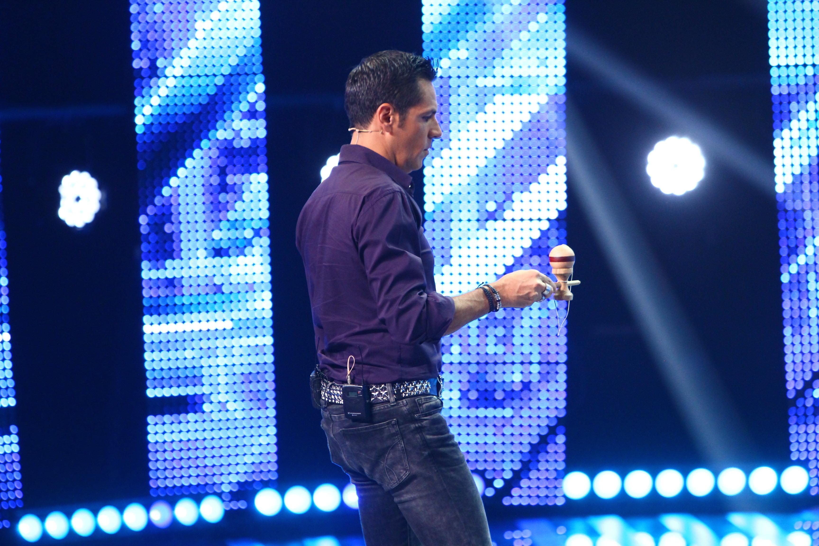Febra kendama a cuprins juriul X Factor