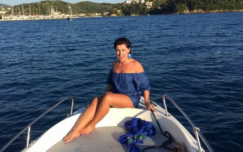 """Angie Cobuţ face show la """"Aventură cu 4 stele"""" la Antena 1"""