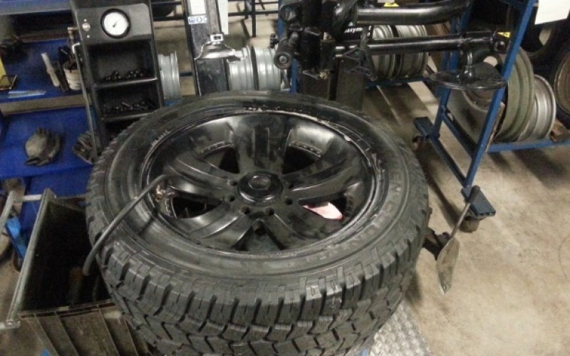Pregătește-te din vară: cum îți dai seama că este nevoie să-ți schimbi anvelopele de iarnă