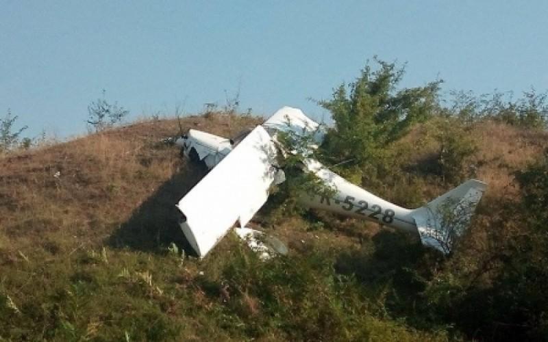 Un avion s-a prăbuşit la Tătăruşi în judeţul Iaşi. Pilotul a decedat!