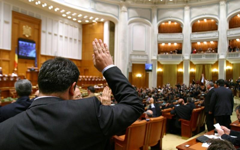 Parlamentul României va avea doar 215 senatori şi deputaţi! Eşti de acord cu acest lucru?!