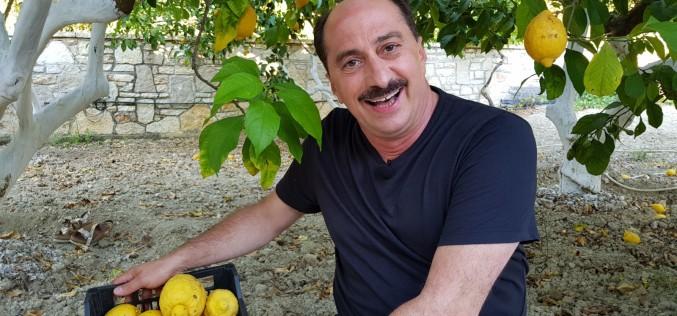 """Romică Țociu, în extaz la """"Aventură cu 4 stele"""". Masaj de relaxare cu două grecoaice"""
