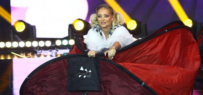 Delia reușește să salveze un concurent înghițit de un… cort