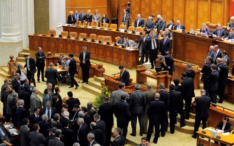 Bomba anului. Parlamentul României se reduce cu 60%