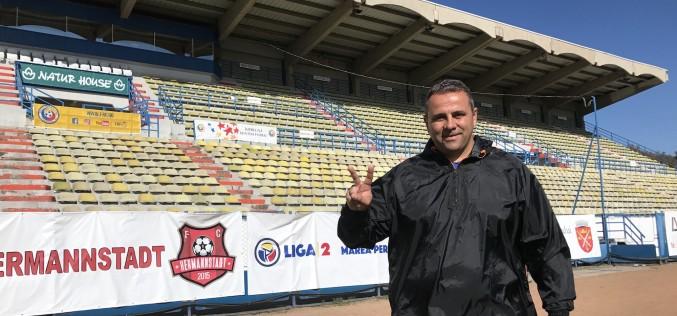 Antrenorul liderului din Liga a II-a la fotbal, cântă muzică populară!