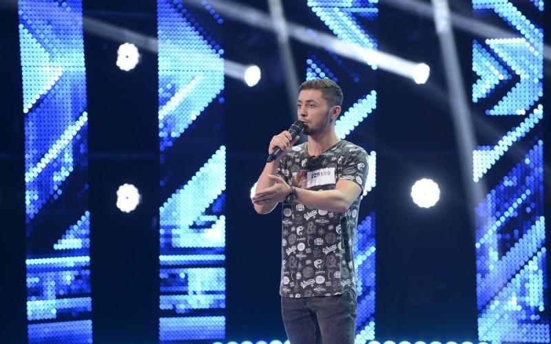 Răzvan Alexa îşi încearcă norocul pentru a treia oară la  X Factor România!