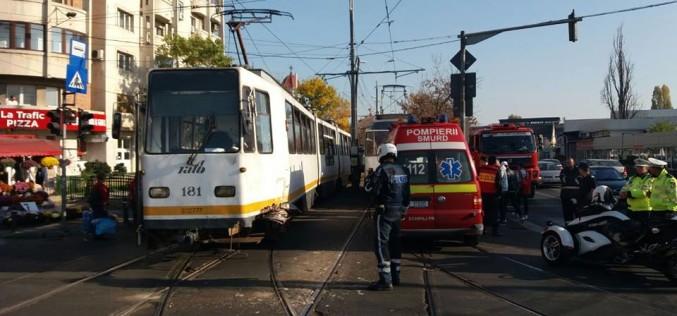 Accident grav în Bucureşti. Două tramvaie s-au ciocnit într-o intersecţie pe Calea 13 septembrie