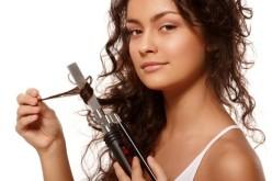 Iată cum îţi poţi aranja părul acasă, ieftin, eficient şi fără să mergi la coafor!