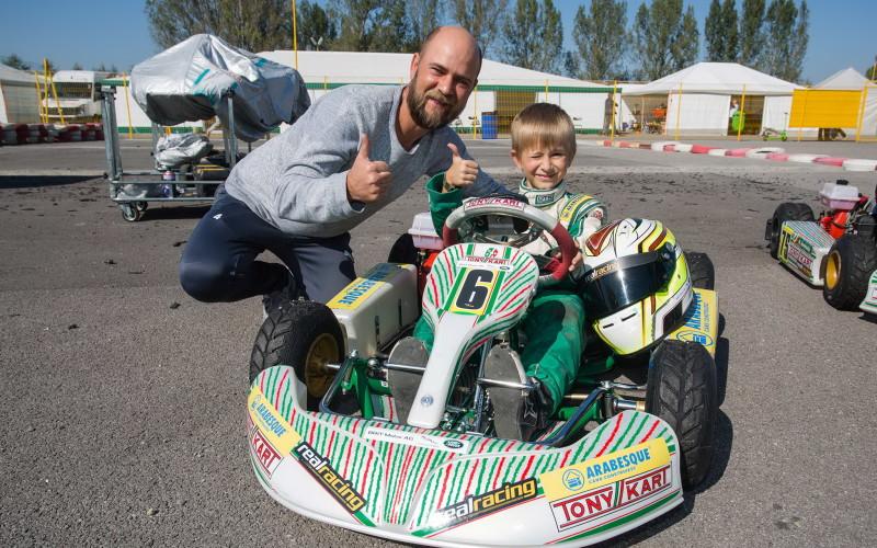Fiul lui Cosmin Seleşi a participat la Campionatul Naţional de Karting