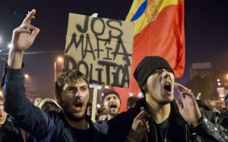Românii care s-au săturat de actualii politicieni sunt chemaţi să se unească într-un nou proiect!
