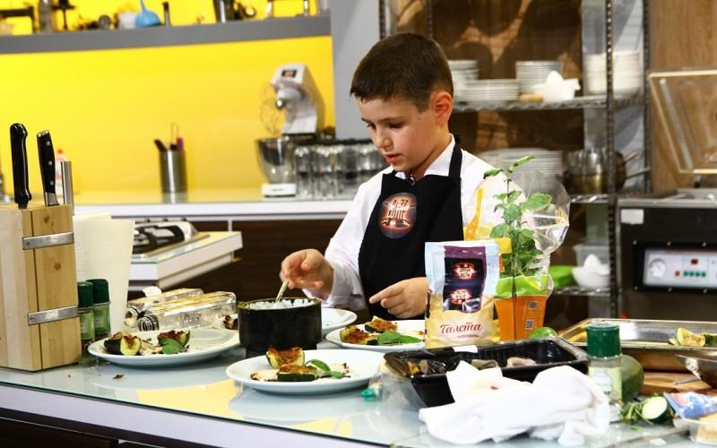 """Alexandru Mîrț, bucătar la 10 ani, i-a lăsat pe jurații ,,Chefi la cuțite"""" cu ochii în lacrimi"""