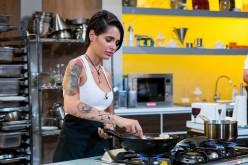 """Salată cu viermi în farfuriile juraților emisiunii """"Chefi la cuțite"""""""