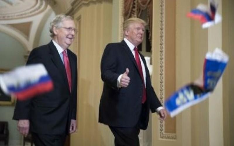 Donald Trump, atacat cu steguleţe ruseşti la intrarea în Congresul SUA!