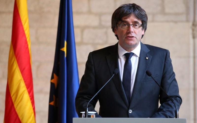 Un judecător a emis mandat de arestare pe numele liderului catalan, Carles Puigdemont
