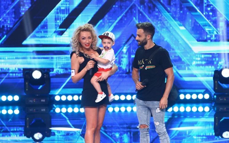 Un bebeluș urcă pe scena X Factor România