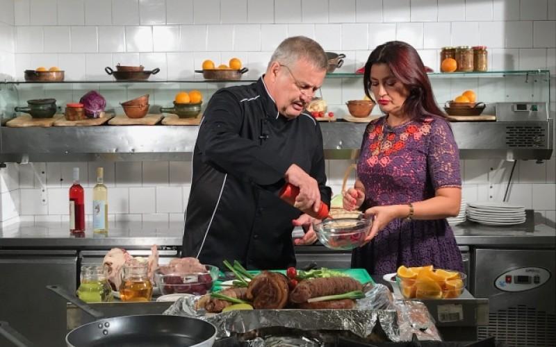 Rona Hartner, de pe Costa de Azur, în bucătăria lui Dinescu!