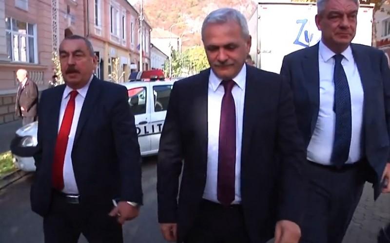 Liviu Dragnea, huiduit la Deva: Infractorule! Penalule! – VIDEO